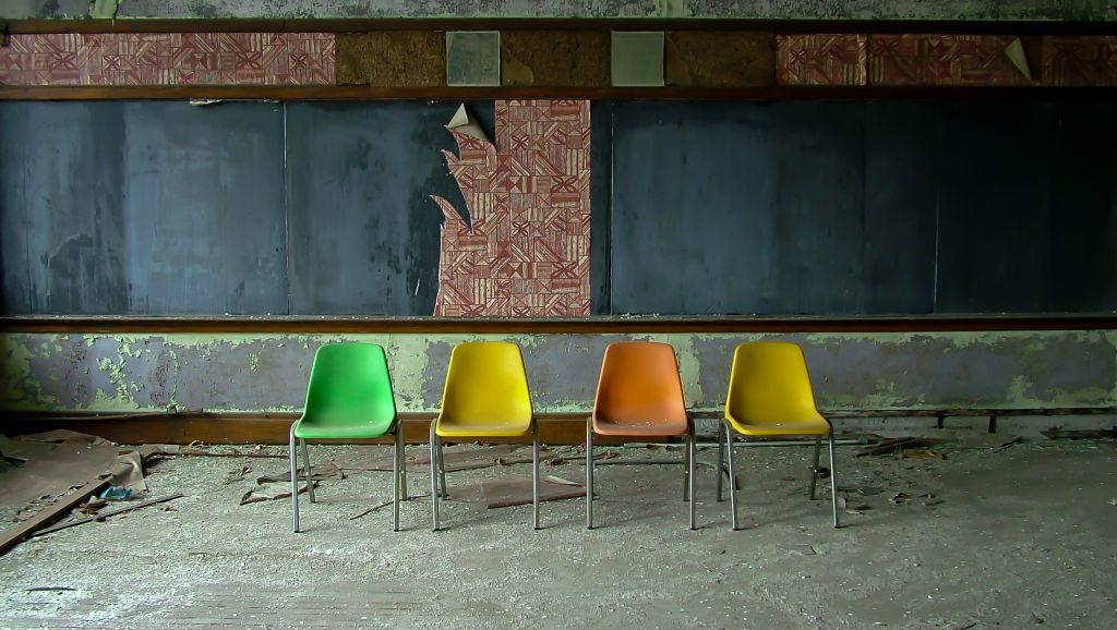 4 chairs-St. Albertus School 1917-Detroit