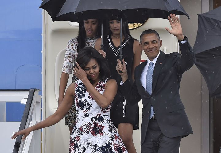 The First Family Arrives in Cuba (2016)
