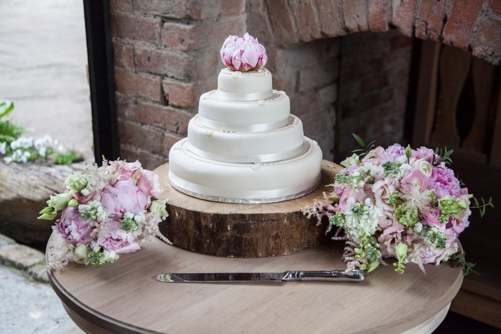 Eedding cake and flowers