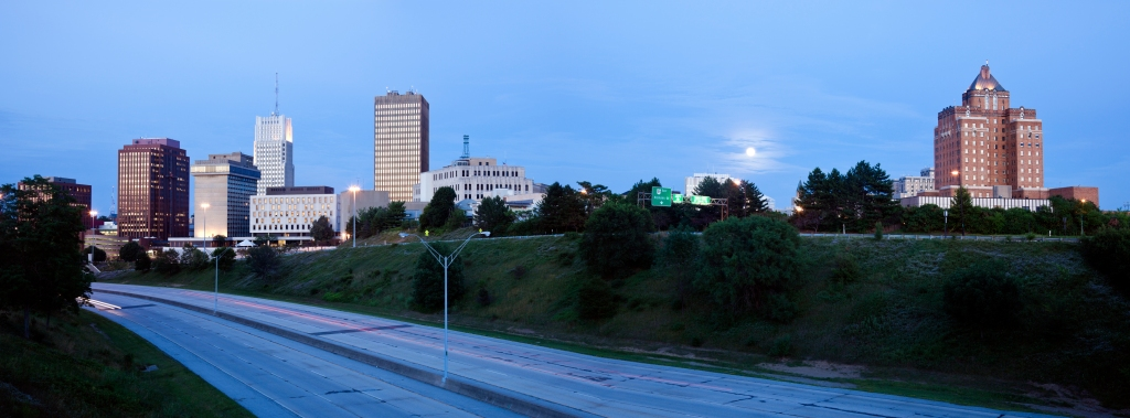 USA, Ohio, Akron, Skyline at dusk