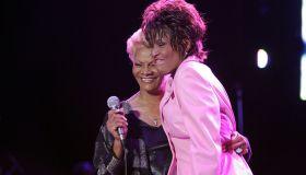 Warwick, Dionne - Saengerin, USA/ Auftritt mit Whitney Houston (r.)