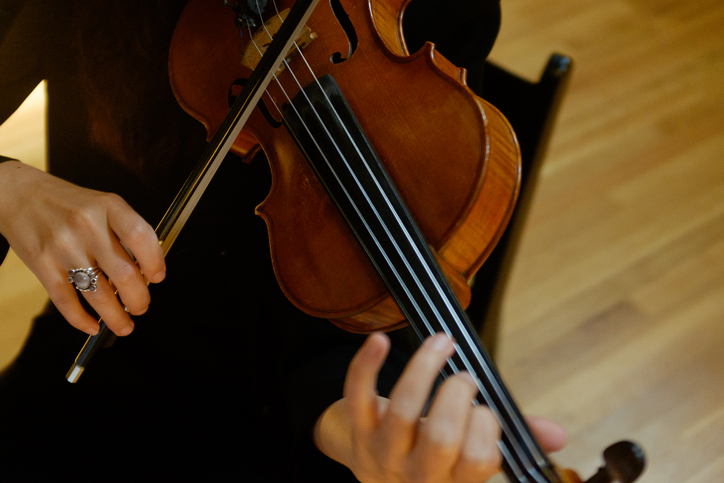 Female violin soloist