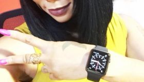 Deelishis wearing Apple Watch