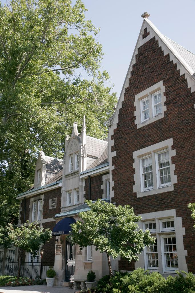 The exterior of Glidden House Inn.