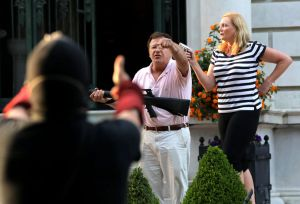 Couple points guns at protesters marching to St. Louis mayor's home to demand resignation