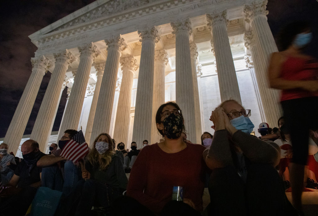 WASHINGTON,DC-SEP18: People pay their respects to Supreme Court