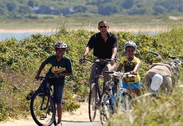 US President Barack Obama (C) and family