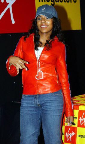 Ashanti at Virgin Megastore