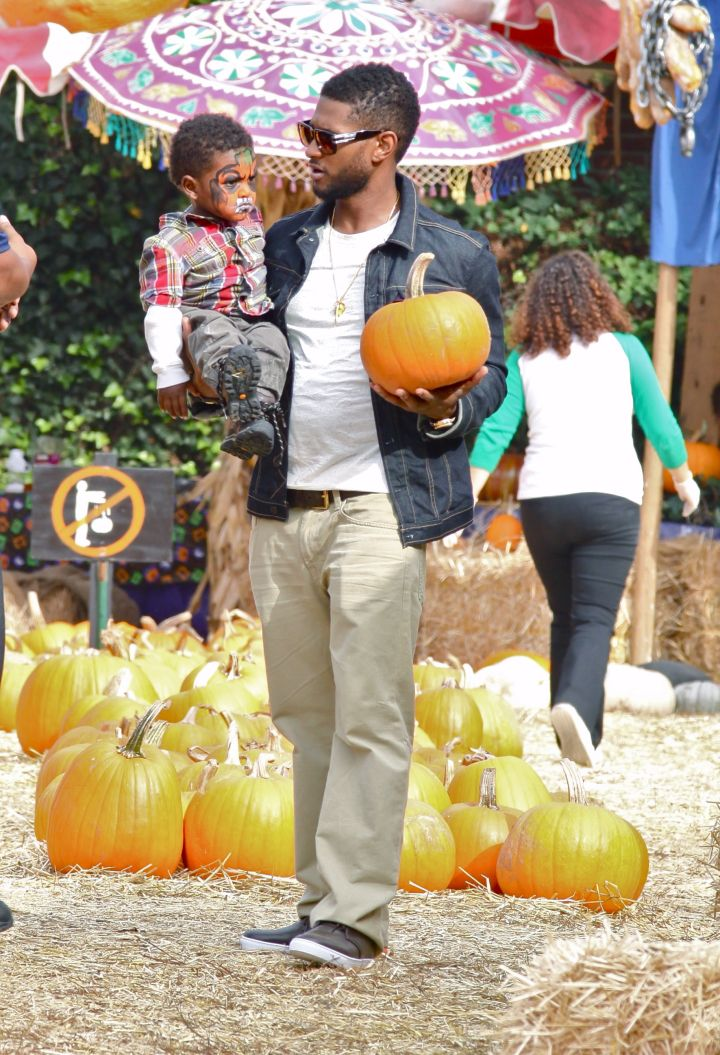 Dad and Usher Raymond V Hit The Pumpkin Patch
